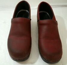 LL Bean Womans Professional Clog Stapled shoe Burgundy Red leather Sz 40 -US 9