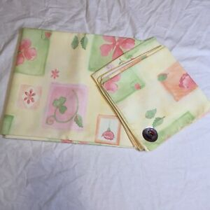 "4 Napkins & 84"" x 60"" Tablecloth Yellow Pink Green Flowers"