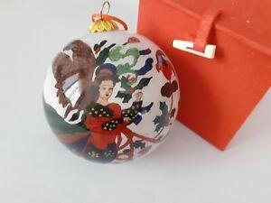 Weihnachtskugel - asiatisches Muster mit roter Geschenkbox gebraucht