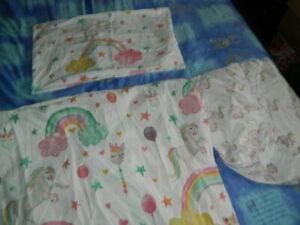 New Unicorn white/red/green mix single reversible duvet covet set * 3 pieces