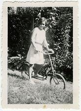 PHOTO ANCIENNE - ENFANT TROTTINETTE VÉLO - CHILD BIKE - Vintage Snapshot