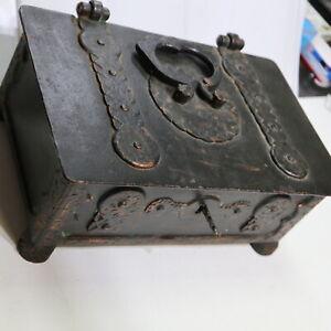 schwere historische Eisentruhe, 19. Jhd. 28 cm, = 4200 g