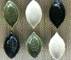 Leaf shaped Japanese style ceramic soy sauce/wasabi dip dish