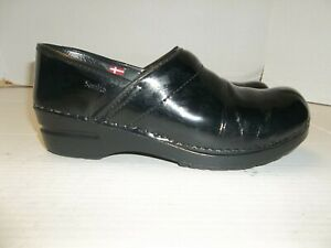 Womens Size 39/8.5 Sanita Black Patent Leather Slip On Loafers/Clogs