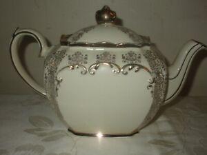 RARE VINTAGE ART DECO SADLER ENGLAND CUBE TEAPOT TEA POT 2332, WHITE AND GOLD