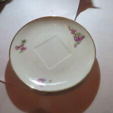 Petite assiette avec liseré or et fleurs « J P L France »