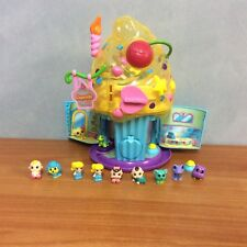 Squinkies Cupcake Surprize! Bake Shop - with 13 squinkies & 11 capsules