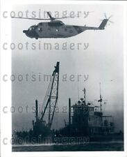 1980 Wire Photo USCG Helicopter Working Blackthorn Capricorn Shipwreck Tampa Fl