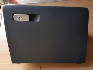 Audi RSQ3 8U Q3 Handschuhfach Staufach Ablage Ablagefach schwarz soul 8U1857035