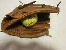 Wilson A1000 Baseball/Softball Glove. Dual Hinge Web