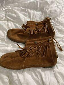 Minnetonka Moccasins (Women's 8.5) Leather