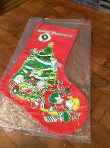 VINTAGE 1966 PEANUTS SNOOPY MERRY CHRISTMAS BRIGHT RED COTTON STOCKING NEW