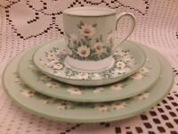 Crown Staffordshire Green Daisy 4pc Brunch Place Setting MULTIPLE AVAILABLE!