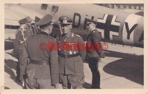 General GFM Rommel vor Flugzeug He 111 DH+YA Wiener Neustadt Afrikakorps DAK