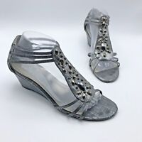 New York Transit Women Silver Studded Wedge Sandal Shoe Size 9.5M Pre Owned