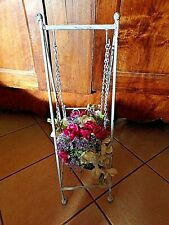 Ancien porte-plante en fer forgé cérusé blanc-balancelle vintage pour fleurs
