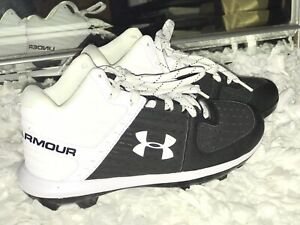 Under Armour Youth Size 5 Baseball Cleats *NEW Without BOX*