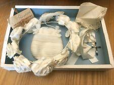 Ancienne boite couronne de mariée tissu et sac mouchoir croix