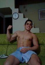 Shirtless Male Muscular Body Builder in Towel On Couch Flexing PHOTO 4X6 D598