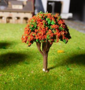 10 dunkelrot blühende Bäume, 45 mm hoch