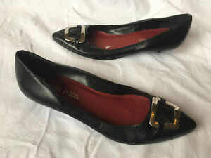 """Rosa Rosa ~ Black Leather Buckle Pointed Toe Pumps Shoes Low 1"""" Heels Size 4 37"""