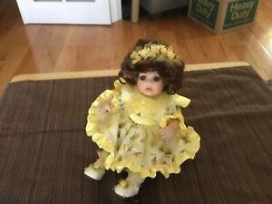 "Marie Osmond Yellow Rose of Texas Bud Tiny Tot 6""  COA & Necklace"