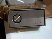Honeywell Heat Cool Thermostat T872C 1004 New/Old Stock