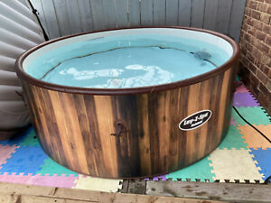 Pre Owned Lay-Z-Spa Helsinki Hot Tub, 180 AirJet Wood Effect 5 - 7 Person