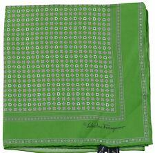 SALVATORE FERRAGAMO Poche Carré / mouchoir vert multi-flower motif 100% SOIE