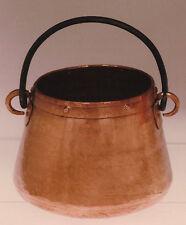 Marmita de cobre hecha a mano con asa de hierro. Copper cooking pot with handle