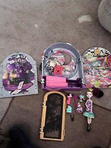 Ever After High Raven Queen Way Too Wonderland Playset Set & Doll