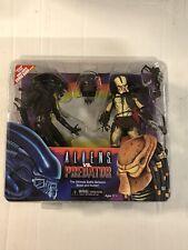 NECA Kenner Tribute Alien Vs Predator Action Figure 2 Pack