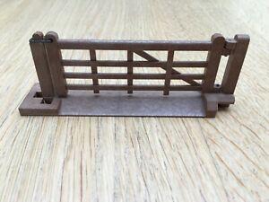 BRITAINS No.1731 FARM GATE 1/32 Scale