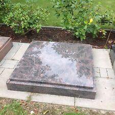 Grabanlage, Urnengrab, Liegestein, mit  Einfassung u. Inschrift nkl 100%