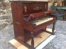 Piano de juguete antiguo