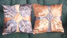 2 sehr aufwendig gearbeitete Satin Kissen 40 x 40