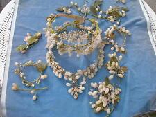 Belle parure de mariage ancienne perles de cire et tissu 2 couronnes et bouquets