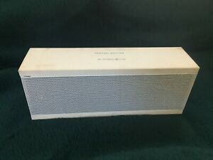 Jawbone  JAMBOX J2011 Wireless Bluetooth Speaker White SPECIAL EDITION