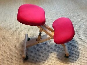 Mobile Wooden Ergonomic Kneeling Office Chair in Red Fabric