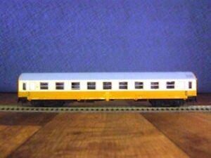 """Schicht HO Model Trains Dresden 426/94 """"StadteexpreB 1st class Coach DR"""