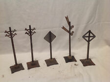 VINTAGE MARX TRAIN ACCESSORIES-(5)-ELECTRIC POLES,FLAG CROSSING,RR X'ING,CLOCK
