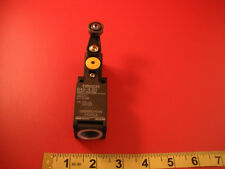 Omron D4D-1520R Limit Switch Roller Lever Arm 2a 400v D4D-15 20 R New Nnb
