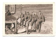 Altes Foto Bild Deutsches Reich 2. Weltkrieg Soldaten vor Hütte [249]