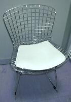 Chaise Bertoia réseau acier coussin noir blanc rouge wire chair cuisine