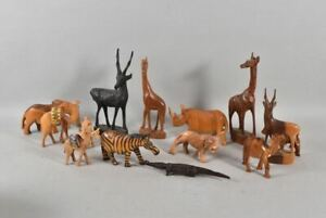 k67n14- Afrikanische Holzfiguren, ua Zebra, Elefant, Nashorn, geschnitzt