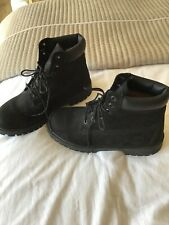 Ladies black suede Timberland boots size 6. good condition.