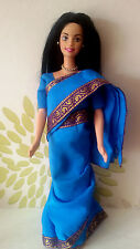 * Barbie in India Doll portant son Saree *