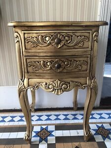 CLASSIC FRENCH STYLE ANTIQUE GOLD BEDSIDE TABLE