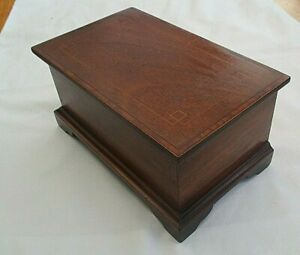 STUNNING ANTIQUE / VINTAGE HINGED LIDDED EMPTY BOX WITH FRUITWOOD STRINGING
