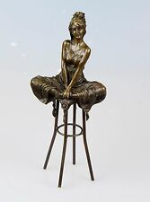 Bronze Figurine Femme sur tabouret de bar bronze personnage signé Pierre Collinet H: 27,5
